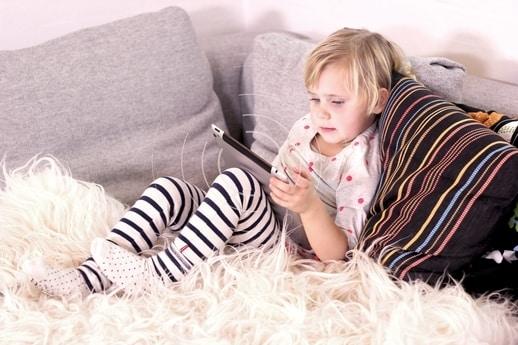 Pas specielt godt på børn, da de optager mere stråling